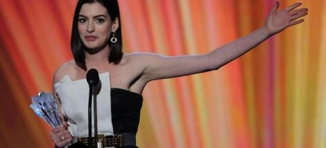 "Anne Hataway gana el Critics Choice Award por ""Rachel Getting Married"""