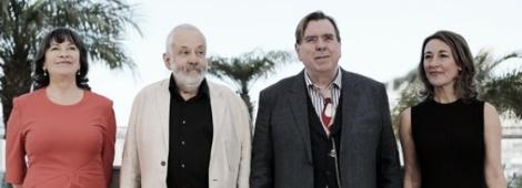 """El director MIke Leigh y el elenco de """"Mr. Turner"""" en el estreno de su película."""
